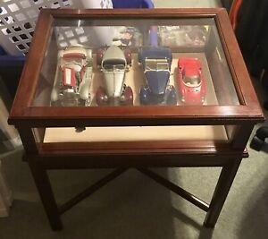 Bombay Table Curio