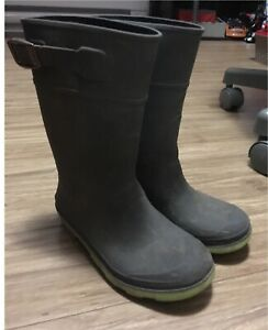 Boys size 13 rubber boots