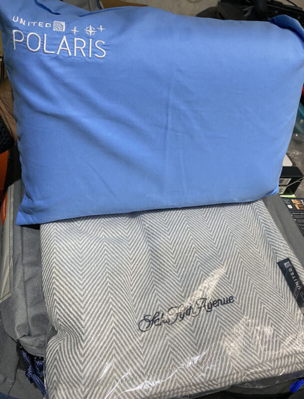 UNITED AIRLINES POLARIS  FIRST CLASS CoolGel MEMORY FOAM / Saks 5th blanket