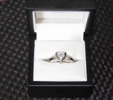 18ct White Gold Heart Shaped Diamond Ring Redland Bay Redland Area Preview