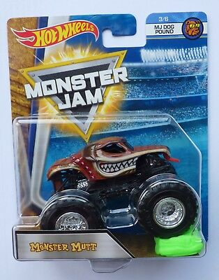 Hot Wheels Monster Jam Truck MONSTER MUTT  c/w Re-Crushable Car Rare !!