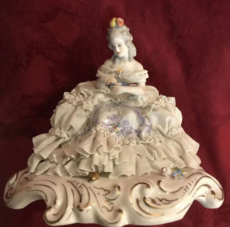 San Marco Capodimonte Porcelain Lace Figurine Italy Crown N