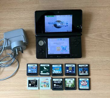 Nintendo 3DS Console, 10 Great Games, Charger
