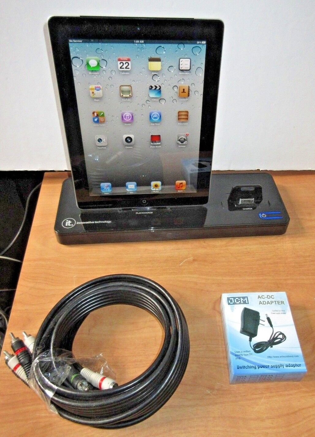 """Apple iPad 2, 9.7"""" 16 Tablet+Bundle IT Docking Station and chargers /Cables"""