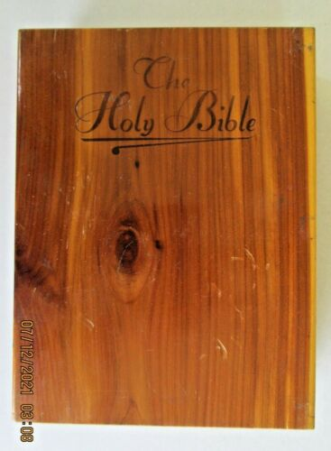 VINTAGE NEW TESTAMENT @1958/1961 in WOODEN BOX LOOKS UNUSED FREE SHIPPING  DR BX