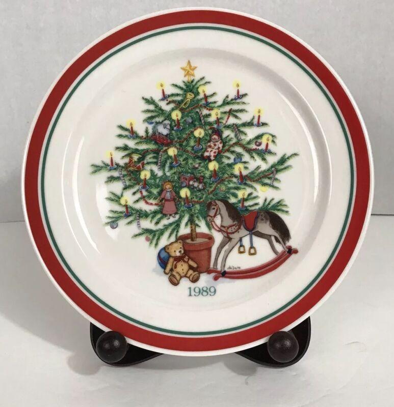 "Vintage Hallmark Nostalgic Christmas Series Plate ""Trees of Christmas"" 1989  NIB"
