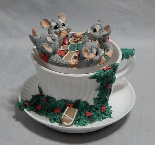 1996 Enesco Kathy Wise Christmas Mice in Teacup Music Box