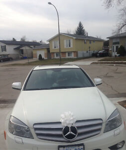 2009 Mercedes c300 * white on black interior*AWD* FULLY LOADED