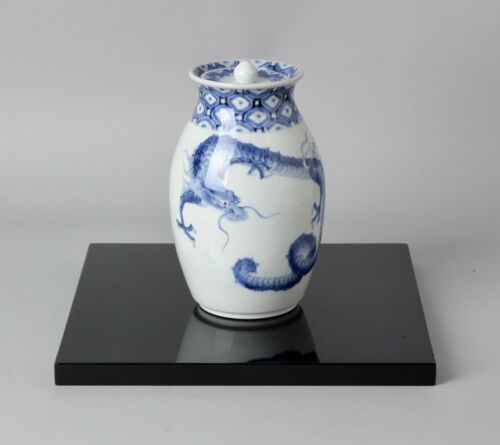 Japanese porcelain  Sometsuke Mizusashi  water container Dragon design   EE73