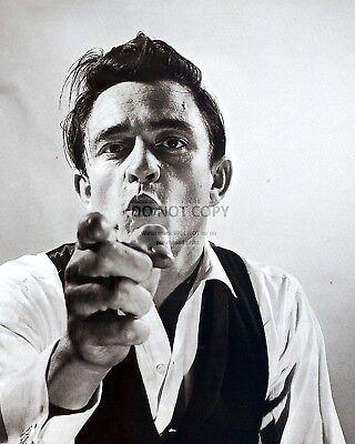 JOHNNY CASH LEGENDARY COUNTRY MUSIC & ROCKABILLY ARTIST - 8X10 PHOTO (AZ-093) Country Music 8x10 Photo