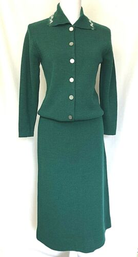 Vintage 1960s Womens Knit Wool Suit Green Sweater Top Skirt Size SMALL 6, USA