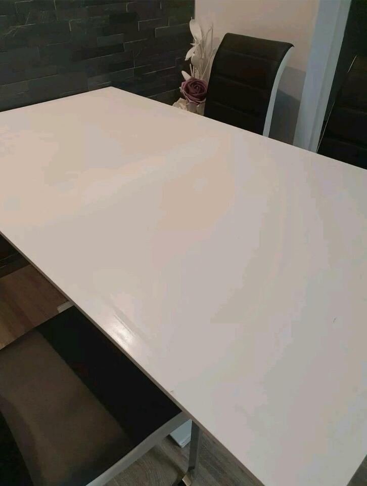 Esstisch Tisch Holztisch mit Schaden  für Bastler in Frankfurt (Main) - Berkersheim