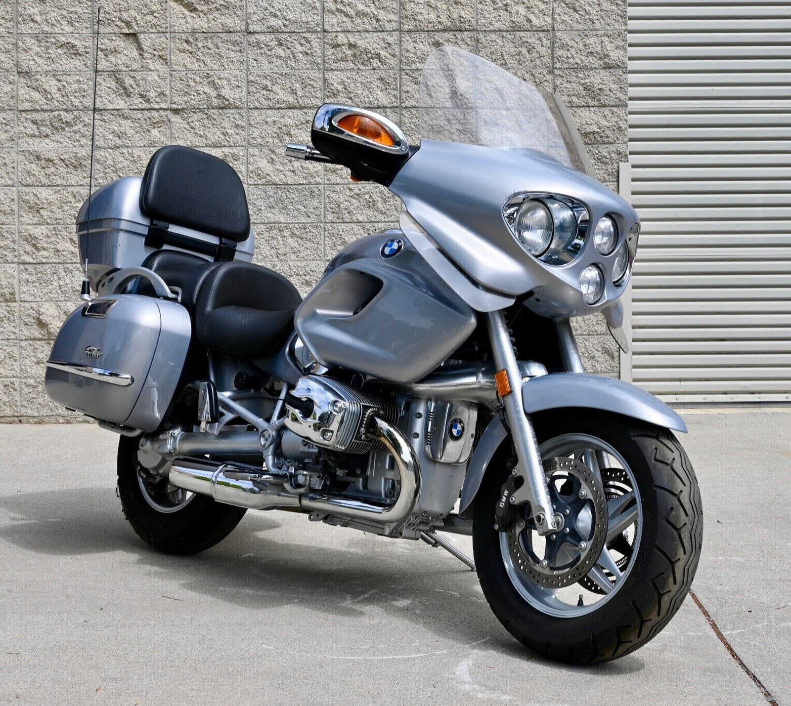 2003 BMW 1170cc R1200CL, ABS, 3,100 miles from new, heated grips, radio/6CD!