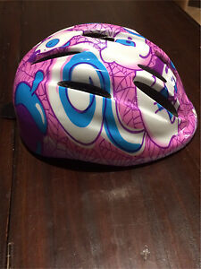 Small girls bike helmet Redcliffe Belmont Area Preview