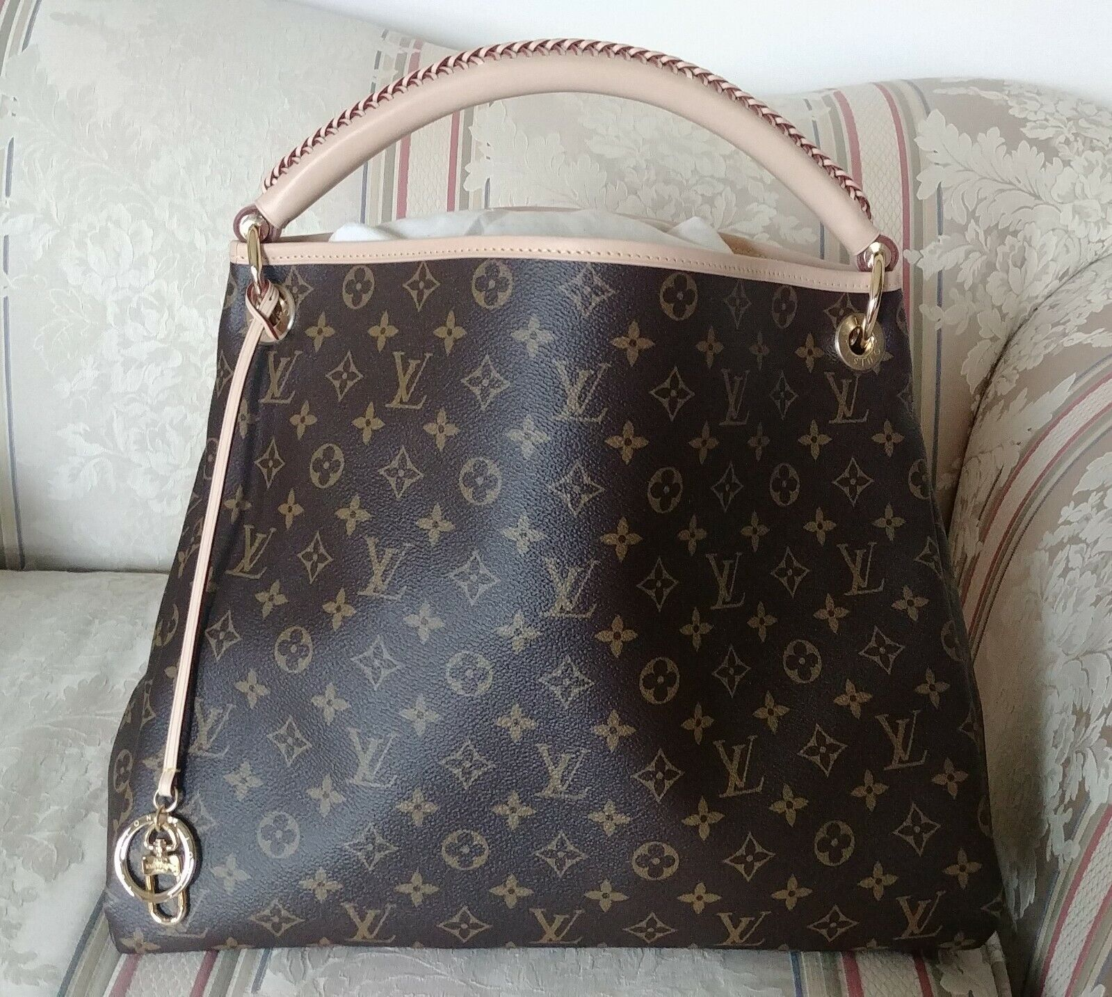 Louis Vuitton Artsy MM BRAND NEW Monogram Handbag Purse AUTHENTIC