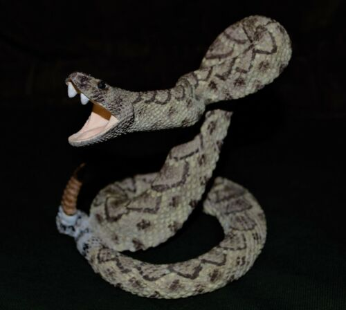 Small Very Realistic Western Diamondback Rattlesnake Statue Ceramic/Resin Look!