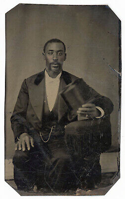 BLACK AFRICAN AMERICAN YOUNG SHARP DRESSED MAN HOLDS TOP HAT TINTYPE PHOTO