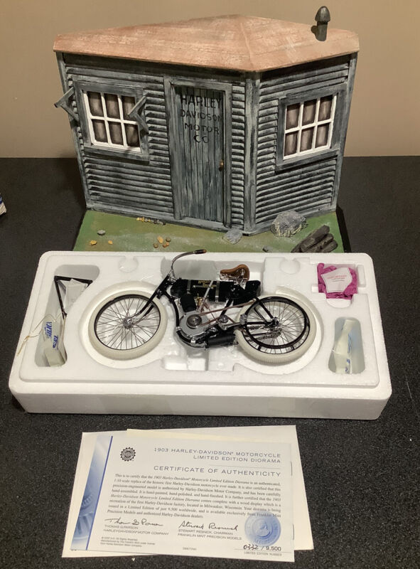 Franklin Mint Harley-Davidson Shed diorama with1903 diecast H-D motorcycle & COA