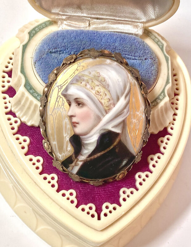 WONDERFUL LARGE Antique Victorian Brooch Hand-Painted Woman In Ornate Setting