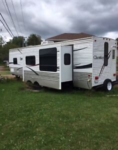 31' Cherokee Trailer with slide-out by Forest River