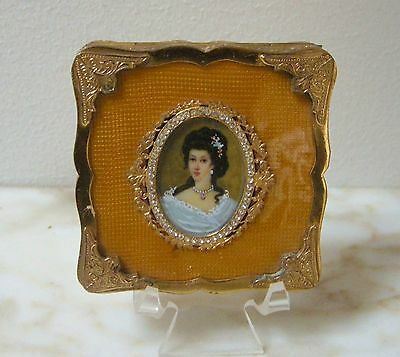 VINTAGE ITALIAN GUILLOCHE Amber Yellow ENAMEL HAND PAINTED LADY JEWELED COMPACT