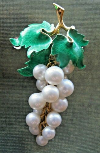 Gorgeous Rare drippy dangle Faux pearl Grape cluster Pin Brooch Enamel leaf