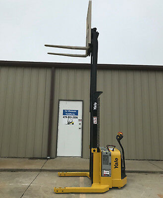 2009 Yale Walkie Stacker - Walk Behind Forklift - Straddle Lift Only 1272 Hours