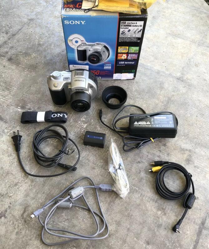 Sony MVC-CD250 2MP CD Mavica Digital Camera with 3x Optical Zoom