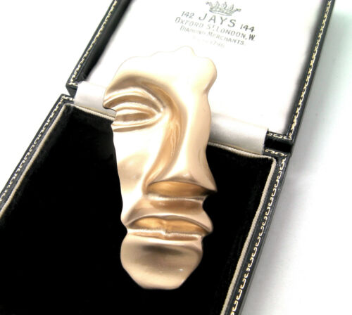 BEAUTIFUL LARGE MODERNIST ABSTRACT MAT GOLD FACE BROOCH
