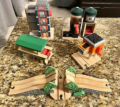 Thomas Wooden Railway Lot Special Buildings Bridge Coal Dieselworks Paint Comp