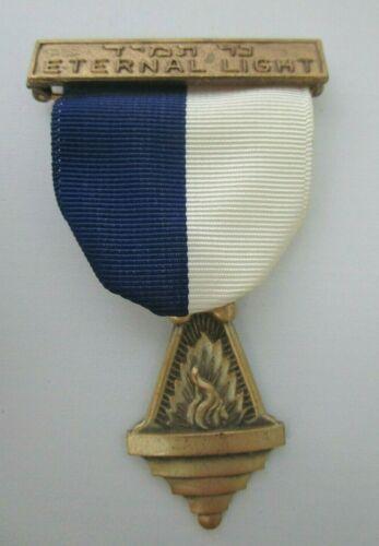 Boy Scouts of America Vintage Eternal Light Religious Award Uniform Medal Pin