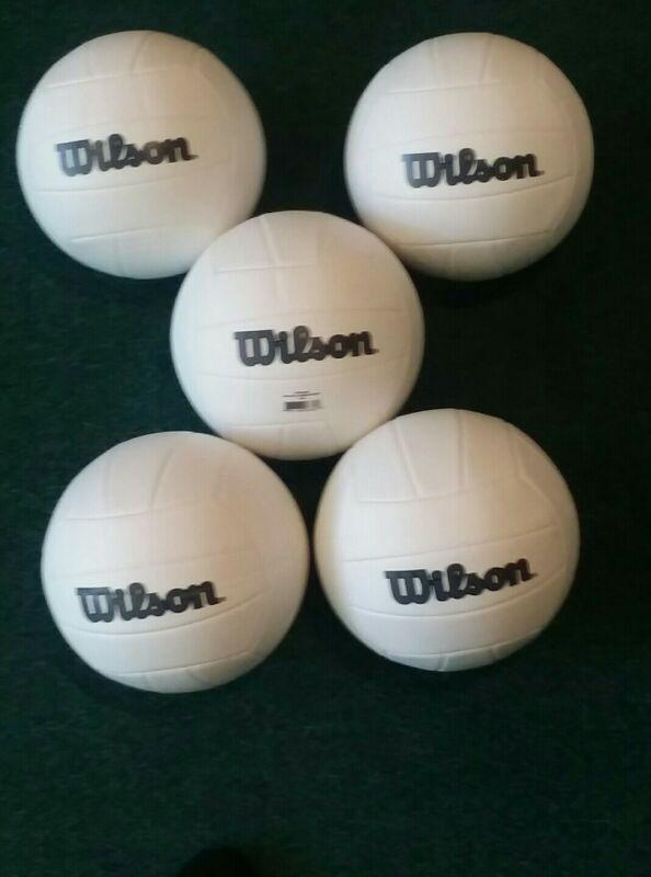5 Wilson volleyballs size 5 - New