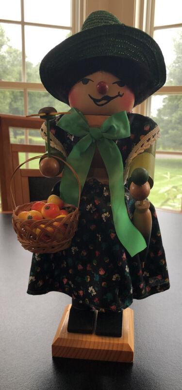 STEINBACH GERMAN NUTCRACKER Frau Gertrude Apple Lady 1981 Sunflower Umbrella