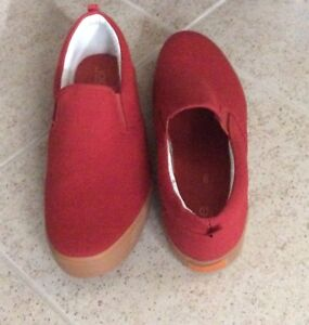 Men,s size 9 NEW summer shoes in canvas