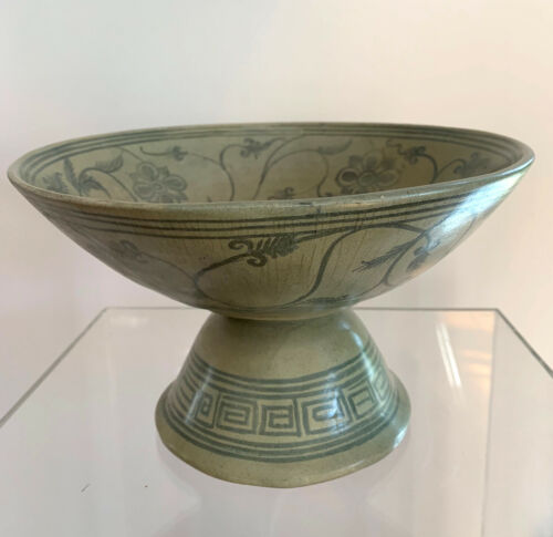 Antique Thai Celadon Stemmed Dish Sukhothai Sawankhalok