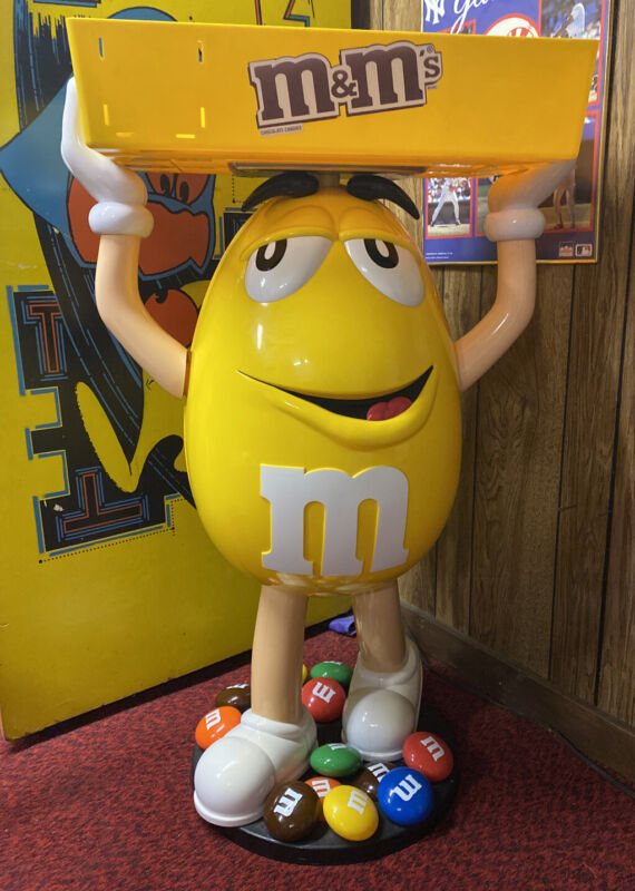 Awesome Original 😎 💯 % Complete Yellow M&M Candy Character Store Display!!!