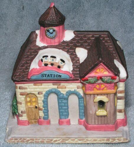 Christmas Village Railroad Station w Light Sugar Creek Porcelain HO Scale 1996