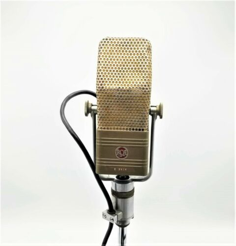 Classic RCA 44BX Ribbon Microphone, Rotating Desk Stand and 25