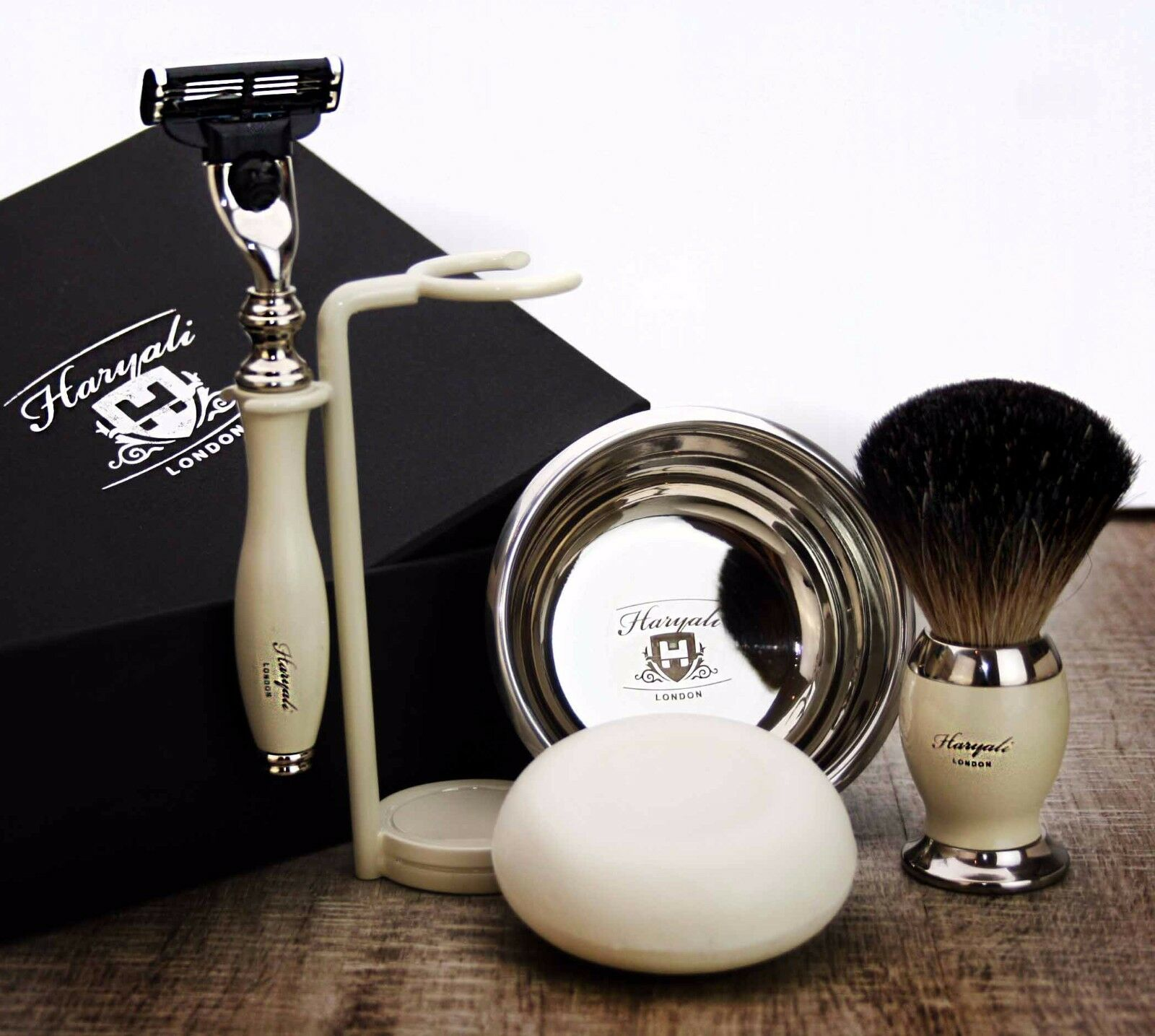 5 Piece Men's Shaving & Grooming Set   Gillette Mach3 & P...