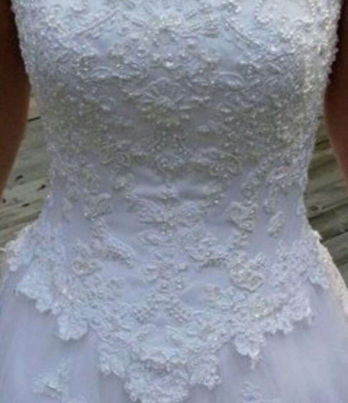 Oleg Cassini Wedding Dress Size 8 Strapless. White.