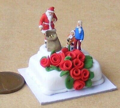 1:12 Scale Christmas Cake With Santa & Children Tumdee Dolls House Miniature Au ()