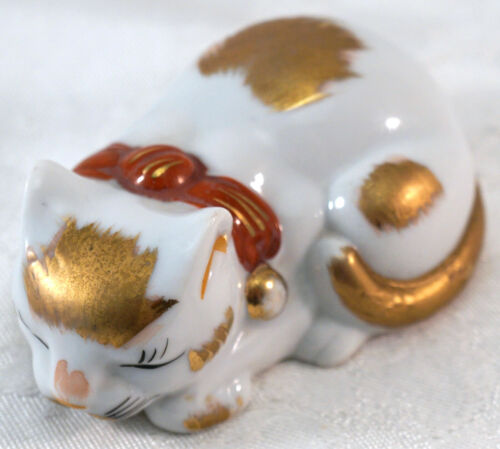 Small Vintage Japanese Kutani ware Porcelain Sleeping Kitty Cat Figurine
