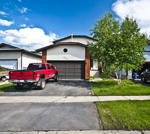 191 Beren's Pl 5 Bed Home with LARGE Fenced Yard & Garage
