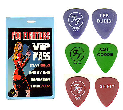 FOO FIGHTERS - 2002 ONE BY ONE TOUR - 3 TOUR GUITAR PICK SET & BACKSTAGE PASS