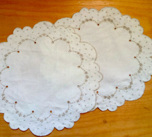 """Set of 2 Antique Madeira Work Embroidery Doillies Off White Linen 11"""" Round"""