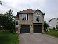$1750 - Beautiful 4 bedroom 2 full bathroom raised bungalow