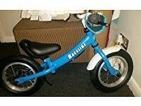 "BRAND NEW IN BOX - Boy 12"" balancing bike / balance bike with break and mudguard"