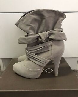 Novo Fearless Ankle Boots - STONE - Size 6 - Used