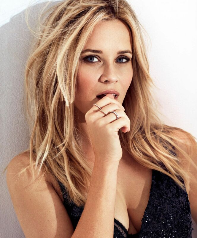 Reese Witherspoon Sexy With Finger In Mouth 8x10 Photo Print