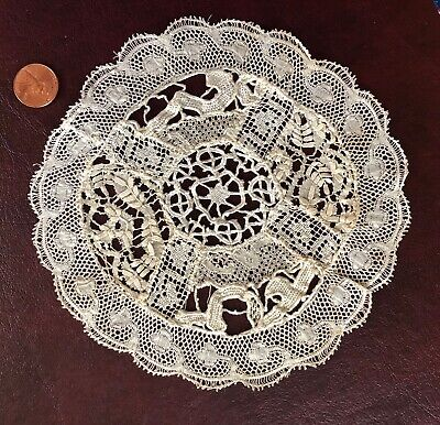 Piecework doily sampler of unusual bobbin lace examples - Beds, reticella, Val